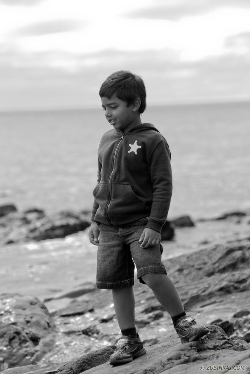 Boy_On_Rocky_Beach_Duluth-4059